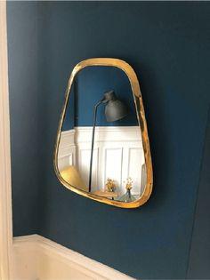 Copper Mirror A brass mirror to hang on the wall, a large gold mirror for a deco Large Gold Mirror, Copper Mirror, Unique Mirrors, Round Mirrors, Entry Mirror, Mirror Mirror, Red Headboard, Moroccan Mirror, Classic Cabinets