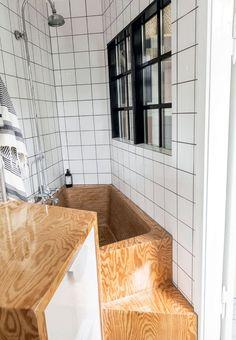 Specialbygget badekar i krydsfiner
