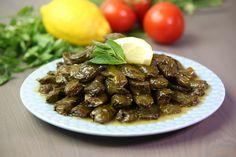 Dolma är turkiska för fylld och det är precis vad rätten handlar om. Här är det vinbladsdolmar från Libanon, eller Warak enab bel zeit som det heter på arabiska. Kit, Ethnic Recipes, Middle, Food, Lebanon, Essen, Meals, Yemek, Eten