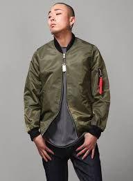 f6cac779d Cómo combinar chaquetas bomber para hombres. Esta es la tendencia estrella  de la temporada 2016