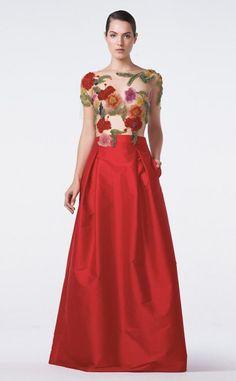 O poder do vermelho! Vestido com transparência e flores bordadas M.rodarte primavera verão 2015-16