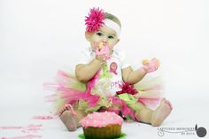 Photography | CHILDREN 1 year cake smash pink and green