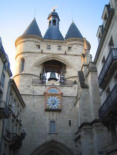 got to love this entrance to the city Places To Travel, Places To Visit, Tourist Board, Bordeaux France, Visit France, Paris Love, Fantasy Places, Beautiful Places In The World, France Travel