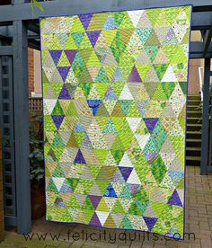 "Triangle Garden by felicity.quilts, Quilting your Quilt tutorial @ <a href=""http://www.sassyquilter.com"" rel=""nofollow"" target=""_blank"">www.sassyquilter.com</a>"