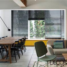 Composto por duas áreas de estar, apartamento de 165 m², localizado em Israel, permite reunir familiares e convidados, em espaços amplos. A unidade proporcionar privacidade a todos os moradores em interiores bem iluminados.