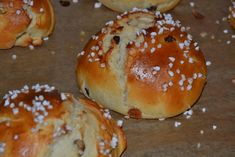 Sweet(s): Rosinenbrötchen mit Mandelsplittern - Food: Veggie tables Vegetable Drinks, Vegetable Dishes, Healthy Protein, Healthy Nutrition, Healthy Eating Tips, Eating Habits, Sweet Recipes, Snack Recipes, Nutritional Yeast Recipes