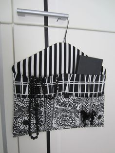 Storage with cloth hanger Sewing Hacks, Sewing Tutorials, Sewing Crafts, Fabric Bags, Fabric Scraps, Hobbies And Crafts, Diy And Crafts, Closet Safe, Diy Bags Purses
