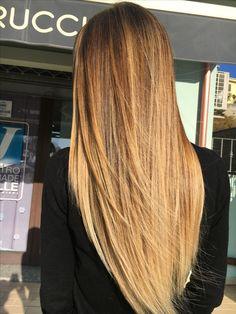 #sentirsibiondi #degradejoelle #tagliopuntearia💇 #cambiamenti #lucentezzaestrema Blonde Ombre, Ombre Hair, Brunette Hair, Blonde Hair, Langer Pony, Long Layered Haircuts, Hair Affair, Beach Hair, Hair Colour