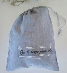 Transfer Text with iron. Closure with a small ribbon. White linen at the back - Gift Bag, Travel organizers, bag shoes, underwear bag, toys bag. Travel Organization, Handmade Bags, Organizers, Underwear, Ribbon, Closure, Cold, Gifts, Shoes
