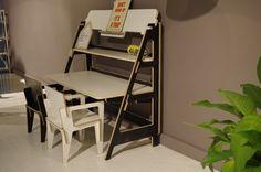 Kinderbureautje van SlideArt wat makkelijk om te toveren is in een volwassen bureau. @vandaagconceptstore