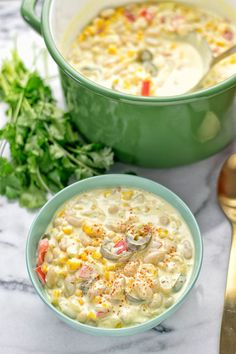 INGREDIENTS 2 cups vegetable broth 4 cloves garlic, peeled and minced 2 Vegetarian White Chili Recipe, Vegetarian Stew, Vegan Chili, Vegan Soup, Vegetarian Recipes Easy, Veggie Recipes, Soup Recipes, White Chili Seasoning Recipe, Plant Based Foods List