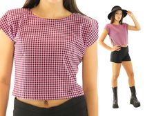 $29, Vintage 80s Crop Top Short Sleeve Blouse Black Pink Houndstooth T-shirt 1980s Knit Shirt Medium M En Chante by ScarletFury on Etsy
