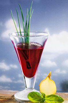 Detox-Säfte: Probieren Sie unser Rezept für einen Detox-Drink mit Rote-Bete-Saft, der leckere Gemüsesaft hilft Ihren Körper zu entgiften ...
