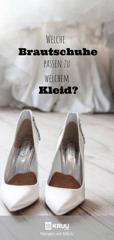 Die Qual der Wahl: flach, hoch, mittel. Dicker Absatz oder dünner, Slipper, Turnschuhe oder Ballerinas? Wir sagen dir welcher Schuh zu welcher Braut passt! Ballerinas, Most Beautiful Pictures, About Me Blog, Slippers, Slip On, Sneakers, Shoes, Tricks, Inspiration