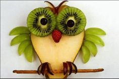 Fruit Owl - kiwi & blueberries, raspberry nose, wings green grapes, feet & eye brows red grapes, and a pretzel stick L'art Du Fruit, Deco Fruit, Fruit Art, Fruit And Veg, Fun Fruit, Fruit Ideas, Fruit Plate, Fruit Trays, Food Art For Kids