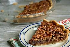 Everyone will love this Chocolate Pecan Pie that is so yummy with all the chocolate chips! Chocolate pecan pie recipe is easy to make. It's sure to impress. Chocolate Chip Pecan Pie, Paleo Chocolate, Chocolate Chips, Easy Pie Recipes, Bbc Good Food Recipes, Best Pecan Pie Recipe, Thanksgiving Desserts Easy, Pie Pops, Tasty Kitchen
