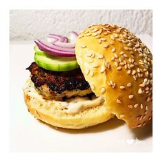 Burger chicken, mozzarella and sun-dried tomatoes - Recettes - Poulet Burger Chicken, Dried Tomatoes, Sun Dried, Hamburger, Ethnic Recipes, Food, Chocolates, Sun Dried Tomatoes, Lawyer
