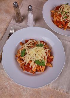Bologna, Hot Dog, Spaghetti, Ethnic Recipes, Bridge, Chili Dogs, Noodle, Sausage