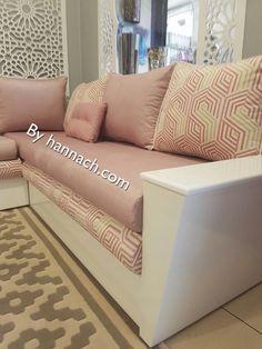 Le Salon IZYA est composé de deux accoudoirs diagonal avec une ...