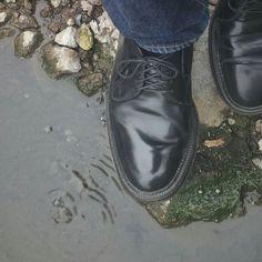 2016/12/06 07:20:52 satoru_miyake Alden in Hotspring.  オールデンを蒸気に当てて保湿してみます。 ここの時点で結構熱い。 湯に浸けたら足がヤバい。 #靴 #革靴 #オールデン #コードバン  #shoes #leathershoes #alden #aldenshoes #cordovan #cordvan #tcbjeans #Tcbジーンズ