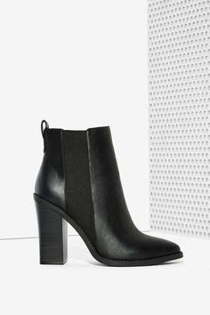 Leave it to Lipstik to create a seriously good-looking vegan leather boot.