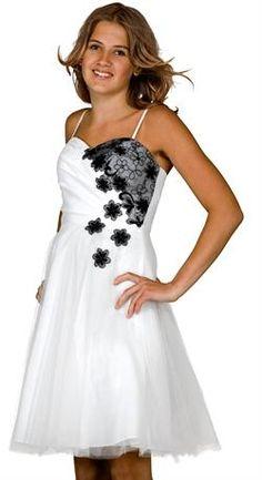 Der er stadig stor interesse i konfirmationskjoler med en strejf af sort mønster, lige som denne flotte kjole