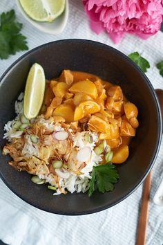 thailändisches Massaman-Curry mit Hähnchen, Kartoffeln und Erdnüssen