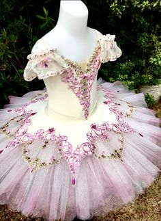 Dancewear to dance educational environments, accountants, dancers; high quality and novices. Dance Costumes Ballet, Tutu Ballet, Ballerina Costume, Tutu Costumes, Ballet Russe, Ballet Clothes, Boris Vallejo, Beautiful Costumes, Ballet Beautiful