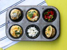 Low-Carb, sugar free breakfast muffins packed with roasted veggies, eggs and feta. Perfect as a wholesome grab and go breakfast or picnic snack. Sugar Free Breakfast, Grab And Go Breakfast, Breakfast Muffins, Picnic Snacks, Create A Recipe, What's Cooking, What To Cook, Meals For The Week, Tray Bakes