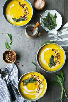 Butternut Squash, Coconut & Turmeric Soup + Crispy Sage // The Green Life / Wholesome Foodie Vegetarian Soup, Vegan Soups, Healthy Soup, Vegetarian Recipes, Healthy Eating, Healthy Recipes, Hearty Winter Soup Recipe, Turmeric Soup, Soup Recipes