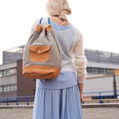 Sewing pattern and tutorial fpr a leather and canvas kitbag / duffle bag Modern Sewing Patterns, Bag Patterns To Sew, Sling Backpack, Leather Backpack, Leather Bags, Clutch, Sewing Tutorials, Fashion Backpack, Buy And Sell