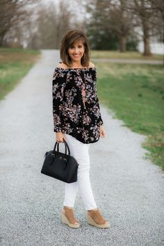 Today is day of my 27 Days of Spring Fashion! Today I'm styling an off the shoulder tunic. Off the shoulder tops are quite popular this spring.