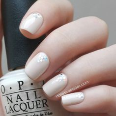 #nude nails, triangles from silver holographic hexagon #glitter | nail art @NΔIL ESCΔPΔDES