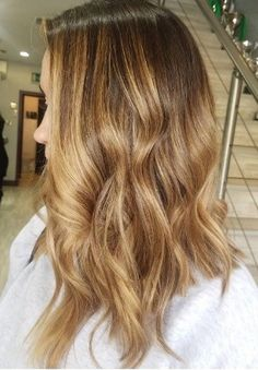 Contrasting dark to Light Winter Hairstyles, Unique Hairstyles, Hair Trends 2018, Home Salon, Light In The Dark, Your Hair, Salons, Stylists, Hair Color