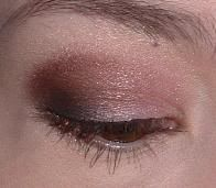 Easy daytime makeup. Love the simplicity.