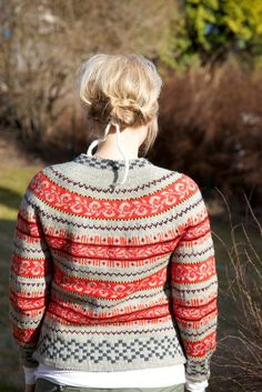 Livs Lyst: *HAUKELIKOFTE* i love this sweater. Norwegian Knitting, Dere, Fair Isle Knitting, How To Purl Knit, Fashion Mode, Vintage Knitting, Knitting Projects, Bunt, Knitwear