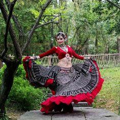 Tribal Fusion, Choli Blouse Design, Navratri Dress, Flamenco Skirt, Tribal Costume, Bollywood Lehenga, All Black Fashion, Navratri Special, Wedding Dress Patterns