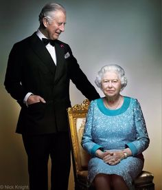 """New official portrait of Queen Elizabeth II and Prince Charles released by Clarence House. """"First look: As a year of birthday celebrations draw to a close, we would like to share this special photo of The Prince and The Queen Prince Charles, Prinz Philip, Prinz William, Clarence House, Palais De Buckingham, Queen 90th Birthday, Die Queen, Royal Uk, English Royal Family"""
