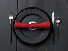 Spare fangs leftover from last year's Halloween? They make the perfect napkin holder for Halloween dinner parties or an extra spooky Halloween meal! Find other decorating ideas here.