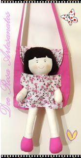 No Início deste ano (2.016) recebi uma encomenda desse modelo de boneca, criei um molde de bolsinha e fiz alguma bolsas, e em fevereiro...