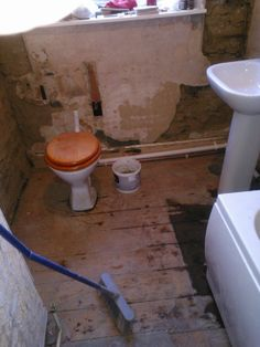 3.)  The 'plumber' has tidied!!  As the bathroom floor has now become a critical task & the wc cistern is removed, the remaining plaster behind...
