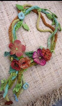 Örgü Kolye Modelleri beautiful floral and fiber necklaces. *inspiration