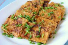 Koreański naleśnik KimChiJeon to potrawa do, której bardziej pasje polska nazwa placki. Nasze naleśniki są cienkie, a koreański jeon jest znacznie grubszy. Koreański naleśnik występuje również pod innymi nazwami,  jeonyuhwa oraz  jeonyueo.