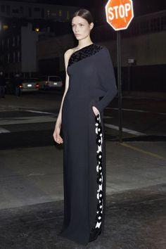 #Pre-Fall 2013 da Givenchy traz refer�ncias masculinas e nova bolsa. | foto: DIVULGA��O  party dresses #2dayslook #new style fashion #partystyle  www.2dayslook.com