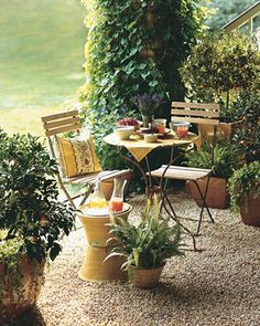 Outdoor Dining at ModVintageLife.com