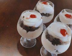 copa torta selva negra 1 Pudding, Desserts, Breakfast Nook, Black Forest, Food Cakes, Tailgate Desserts, Puddings, Dessert, Postres