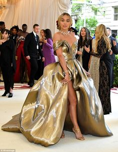 The Met Gala 2018 is fashion's biggest night. See every red carpet look from your favorite celebrities and designers at the Metropolitan Museum of Art. Award Show Dresses, Gala Dresses, Evening Dresses, Club Dresses, Party Dresses, Formal Dresses, Met Gala Red Carpet, Red Carpet Gowns, Met Gala Outfits