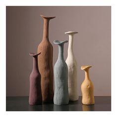 Keramik Design, Colored Vases, Minimalist Decor, Modern Minimalist, Minimalist Living, Rooms Home Decor, Room Decor, Oil Painting Abstract, Oil Paintings