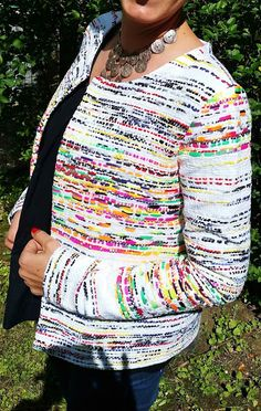Gilet Monceau transformé en veste dans un tissu non extensible | Le bazar d'Anne-Charlotte Charlotte, Sewing Patterns, Raincoat, Textiles, Sweater, My Style, Jackets, Armoire, Instagram