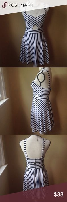Striped Cutout Summer Dress Breezy and comfortable cotton dress by Volcom. Perfect for summer and warm weather! Super cute and great for all occasions. Happy poshing! Volcom Dresses